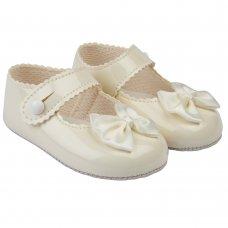 B604: Baby Girls Soft Soled Shoe-Ivory (Shoe Sizes: 0-4)